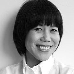 山本浩未(やまもと ひろみ)さんメイクアップアーティスト。テレビ、雑誌など多くの媒体や講演会などで幅広く活躍。メイクアップはもちろん、スキンケアにも精通してい