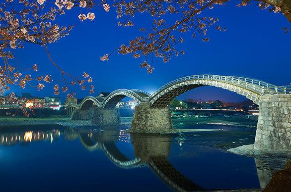 先人の知恵と情熱が守った錦帯橋は 世界でも珍しい5連のアーチ橋