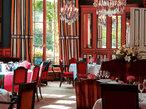 パリのラグジュアリーホテルで 最高峰の美味を堪能