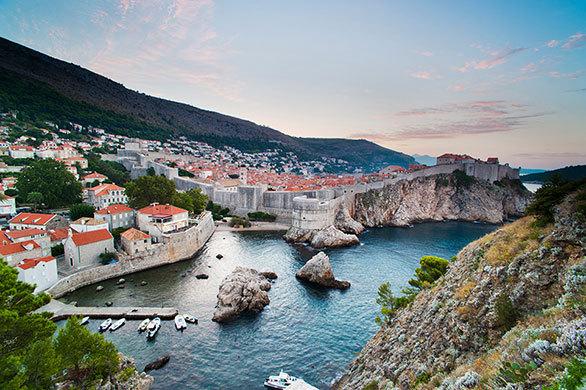 ユーゴスラビア紛争による破壊から 復興を果たした「アドリア海の真珠」