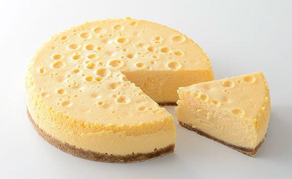 チーズケーキ 3,000円(税込・ホール)。