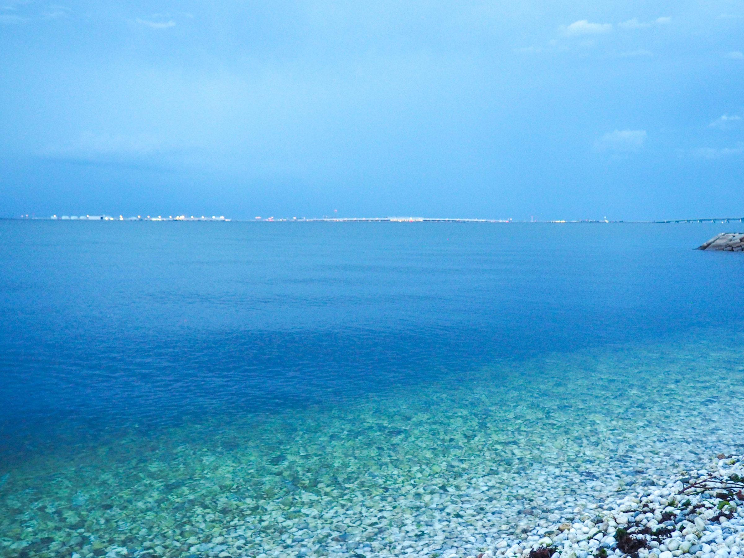 【大阪府】夏の絶景・風物詩5選 白い大理石と青い海の鮮やかなビーチ