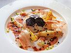 北フランスでシャンパンを 美食ホテルで見る黄金色の泡の夢